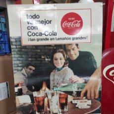 Coleccionismo de Coca-Cola y Pepsi: PUBLICIDAD DE COCA COLA COMPRE DOBLE Y FAMILIAR AÑO 1966. 62X41CM. Lote 267072644