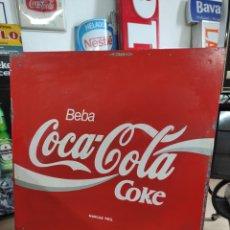 Coleccionismo de Coca-Cola y Pepsi: ANTIGUO CARTEL PUBLICITARIO DE METAL A DOS CARAS BEBA COCA-COLA 45X45CM. Lote 267074549