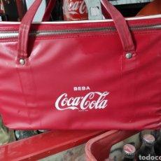 Coleccionismo de Coca-Cola y Pepsi: ANTIGUA NEVERA PORTÁTIL DE COCA COLA CON DESTAPADOR INCLUIDO. Lote 267075009