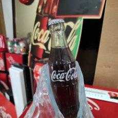 Coleccionismo de Coca-Cola y Pepsi: EXPOSITOR EFECTO HIELO DE COCA-COLA CON BOTELLA INCLUIDA. Lote 267075604
