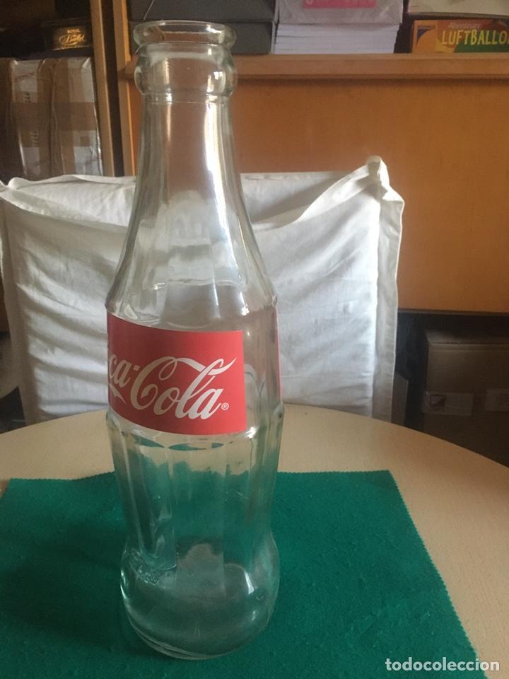 Coleccionismo de Coca-Cola y Pepsi: Botella de cristal, COCA-COLA, gigante años 90. - Foto 8 - 268185979