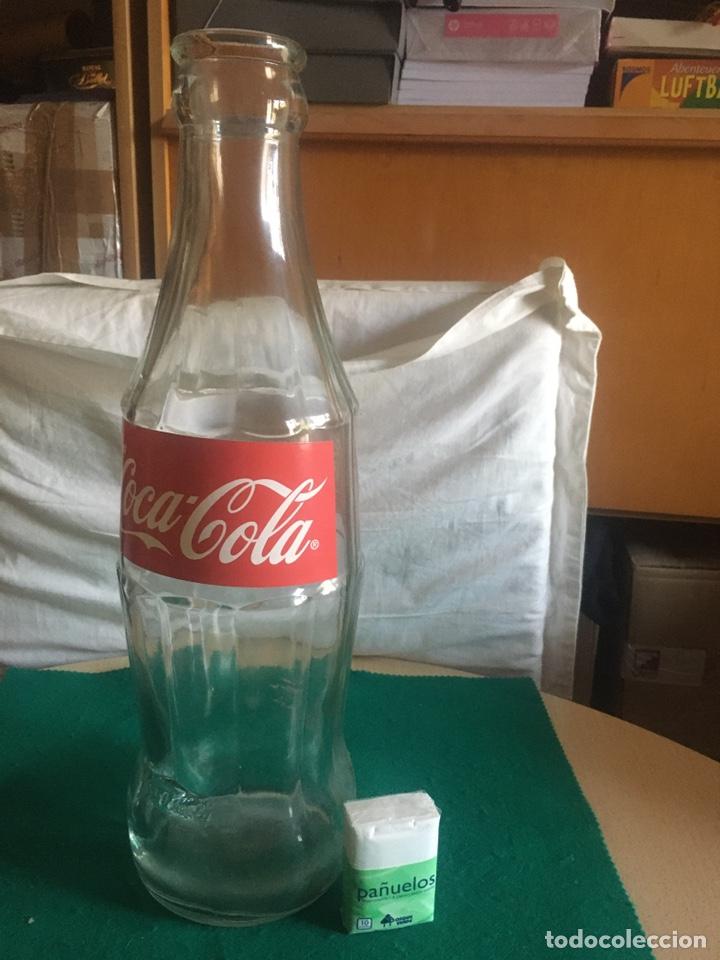BOTELLA DE CRISTAL, COCA-COLA, GIGANTE AÑOS 90. (Coleccionismo - Botellas y Bebidas - Coca-Cola y Pepsi)