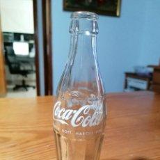 Coleccionismo de Coca-Cola y Pepsi: ANTIGUA BOTELLA COCA COLA SERIGRAFIADA, BOTELLÍN COCA-COLA. EN EL FONDO PONE SVIBEG 63-4 VENEZIA.. Lote 268465094