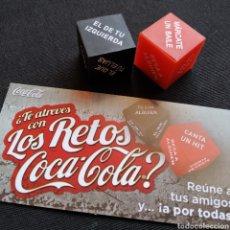 Coleccionismo de Coca-Cola y Pepsi: JUEGO DE DADOS ¿TE ATREVES CON LOS RETOS COCA-COLA? INCLUYE 2 DADOS + CARTÓN. Lote 273346213