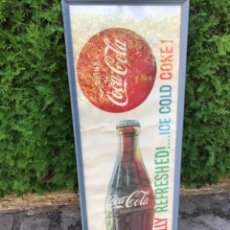 Coleccionismo de Coca-Cola y Pepsi: VINTAGE 1960S COCA-COLA PAPER BANNER SIGN, FRAMED UNDER GLASS.ORIGINAL/ANTIGUO CARTEL COCA COLA COKE. Lote 68370021