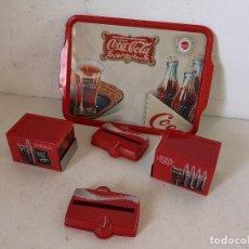 Collectionnisme de Coca-Cola et Pepsi: LOTE DE MERCHANDISING DE COCACOLA, 4 SERVILLETEROS Y UNA BANDEJA DE METAL, A ESTRENAR. Lote 276074648