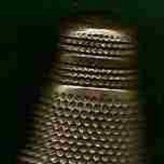 Coleccionismo de dedales: DEDALES - DEDAL DOBLE - C/ FINES 1930-1940´S - METAL BRONCEADO - . Lote 20966409