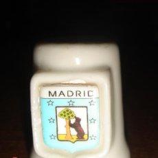 Coleccionismo de dedales: DEDAL CERAMICA MADRID. SERIE CIUDADES.. Lote 8438568
