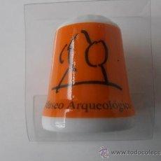 Coleccionismo de dedales: DEDAL DE CERAMICA DEL MUSEO ARQUEOLOGICO NACIONAL. Lote 34531682