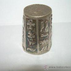 Coleccionismo de dedales: BONITO DEDAL CON MOTIVOS EGIPCIOS.. Lote 37050114