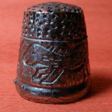 Coleccionismo de dedales: BONITO DEDAL METALICO - MOTIVOS DE CAZA. Lote 122248587