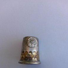 Coleccionismo de dedales: DEDAL ANTIGUO CON MEDALLA DE SANTIAGO APOSTOL 2,5 X 2 CMS. Lote 111727308