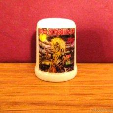Coleccionismo de dedales: IRON MAIDEN HEAVY METAL DEDAL CERAMICA SINGLE LP CD DVD POSTER . Lote 143832692