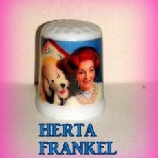 Coleccionismo de dedales: HERTA FRANKEL Y SU PERRO MARILYN DEDAL CERAMICA. Lote 194373520