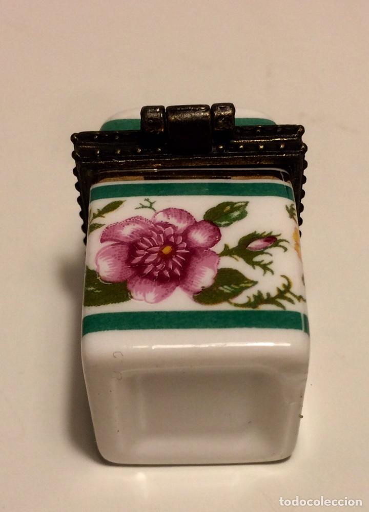 Coleccionismo de dedales: Caja de cerámica con decoración floral y ribete de metal, para dedal, de los años 60 - Foto 5 - 88096760