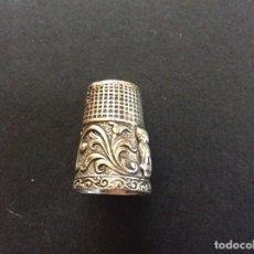 Coleccionismo de dedales: DEDAL CON RELIEVES EN PLATA ANTIGUO.. Lote 95056151