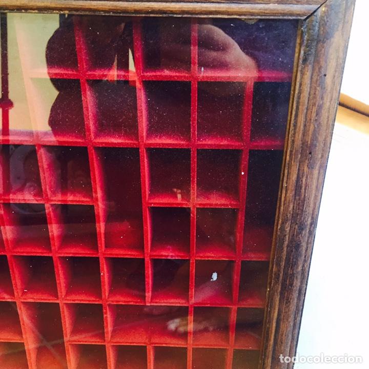 Coleccionismo de dedales: Bonita vitrina de pared para dedales muy bonita - Foto 2 - 107746939
