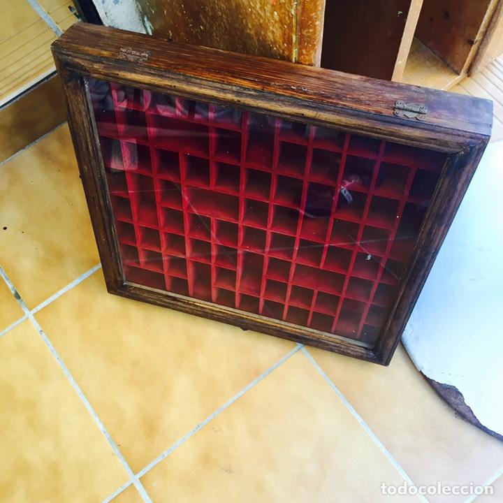 Coleccionismo de dedales: Bonita vitrina de pared para dedales muy bonita - Foto 4 - 107746939