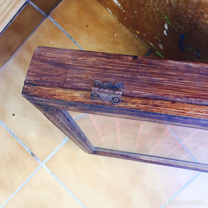 Coleccionismo de dedales: Bonita vitrina de pared para dedales muy bonita - Foto 5 - 107746939