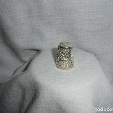 Coleccionismo de dedales: DEDAL DE PLATA CUÑADO 925 DECORADO CON CISNES. Lote 108911899