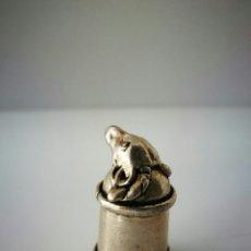Coleccionismo de dedales: ANTIGUO DEDAL CON CABEZA DE CABRA. Lote 112311430