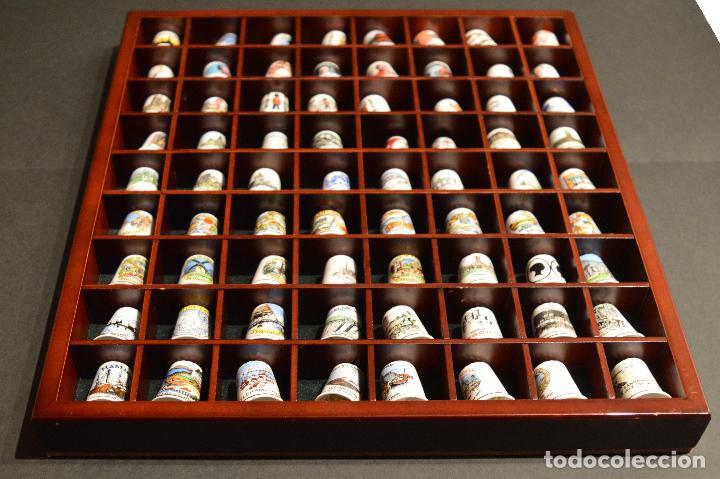 Coleccionismo de dedales: LOTE COLECCION 72 DEDALES DE PORCELANA MOTIVO REINO UNIDO INGLATERRA FAMILIA REAL EXPOSITOR MADERA - Foto 10 - 121615622
