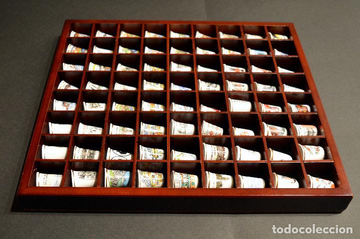Coleccionismo de dedales: LOTE COLECCION 72 DEDALES DE PORCELANA MOTIVO REINO UNIDO INGLATERRA FAMILIA REAL EXPOSITOR MADERA - Foto 11 - 121615622