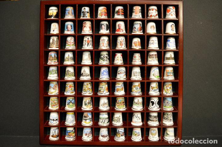 Coleccionismo de dedales: LOTE COLECCION 72 DEDALES DE PORCELANA MOTIVO REINO UNIDO INGLATERRA FAMILIA REAL EXPOSITOR MADERA - Foto 13 - 121615622