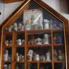 Coleccionismo de dedales: IMPRESIONANTE COLECCION DE 9 VITRINAS CON MAS DE 480 DEDALES DEL TODO EL MUNDO Y TEMAS. Lote 114870015