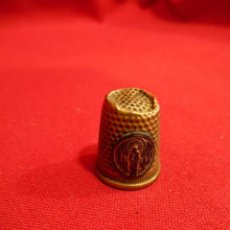 Coleccionismo de dedales: ANTIGUO DEDAL DE BRONCE CON FIGURA DE VIRGEN. Lote 128657759