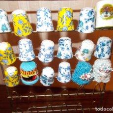 Coleccionismo de dedales: LOTE DE 15DEDALES CERAMICA +2DEDALES CROCHET ARTESANOS + MINI JARRITA RDO DE ASTURIAS.RESTO TIENDA. Lote 128668667