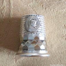 Coleccionismo de dedales: ANTIGUO DEDAL DE PLATA CON LA IMAGEN DE SANTIAGO. Lote 130574651