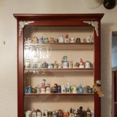 Coleccionismo de dedales: VITRINA - EXPOSITOR DE DEDALES. Lote 142964796
