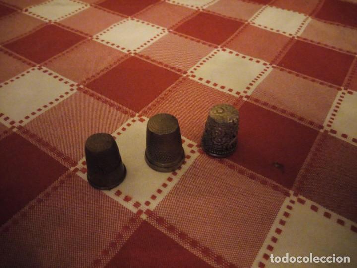Coleccionismo de dedales: Lote de 3 dedales de metal antiguos. - Foto 2 - 146789650