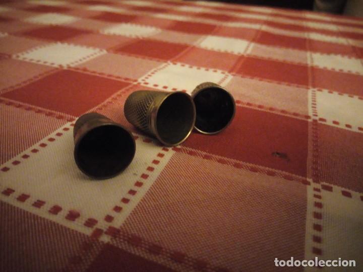 Coleccionismo de dedales: Lote de 3 dedales de metal antiguos. - Foto 3 - 146789650