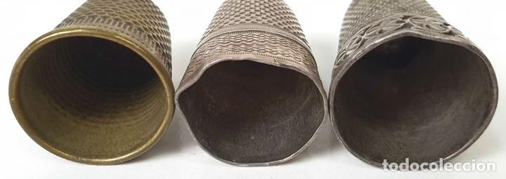 Coleccionismo de dedales: COLECCIÓN DE 3 DEDALES. PLATA Y METAL PLATEADO. PRINCIPIOS SIGLO XX. - Foto 4 - 154617518