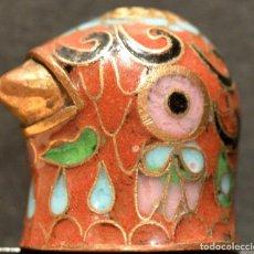 Coleccionismo de dedales: DEDAL EN BRONCE Y ESMALTES CLOISONNE. Lote 158460422