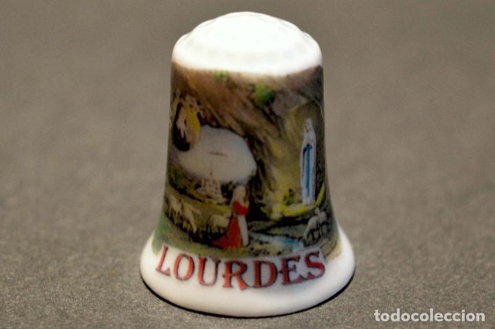 Coleccionismo de dedales: DEDAL DE PORCELANA SOUVENIR LOURDES - Foto 2 - 160653430