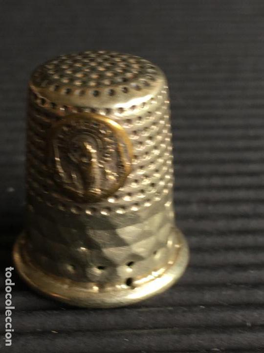 Coleccionismo de dedales: ANTIGUO DEDAL METALICO CON LA IMAGEN DE LA VIRGEN - Foto 2 - 161757562