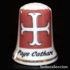 Coleccionismo de dedales: DEDAL PORCELANA - PAIS CATARO. Lote 51254024