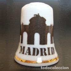 Coleccionismo de dedales: DEDAL PORCELANA - PUERTA DE ALCALÁ (MADRID). Lote 104982246