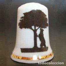 Coleccionismo de dedales: DEDAL PORCELANA - OSO Y MADROÑO (MADRID). Lote 104982258