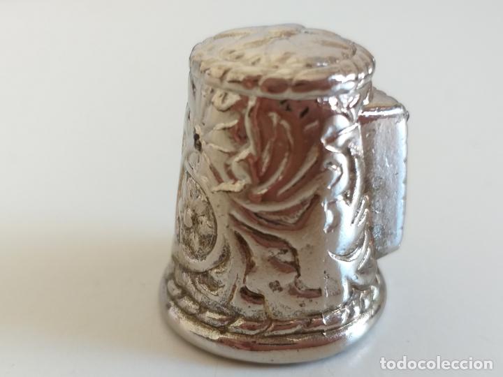 Coleccionismo de dedales: Antiguo dedal. Metal labrado plateado. Publicidad Charly tours. - Foto 3 - 178288975