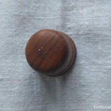 Coleccionismo de dedales: ANTIGUO DEDAL DE MADERA. Lote 197964068