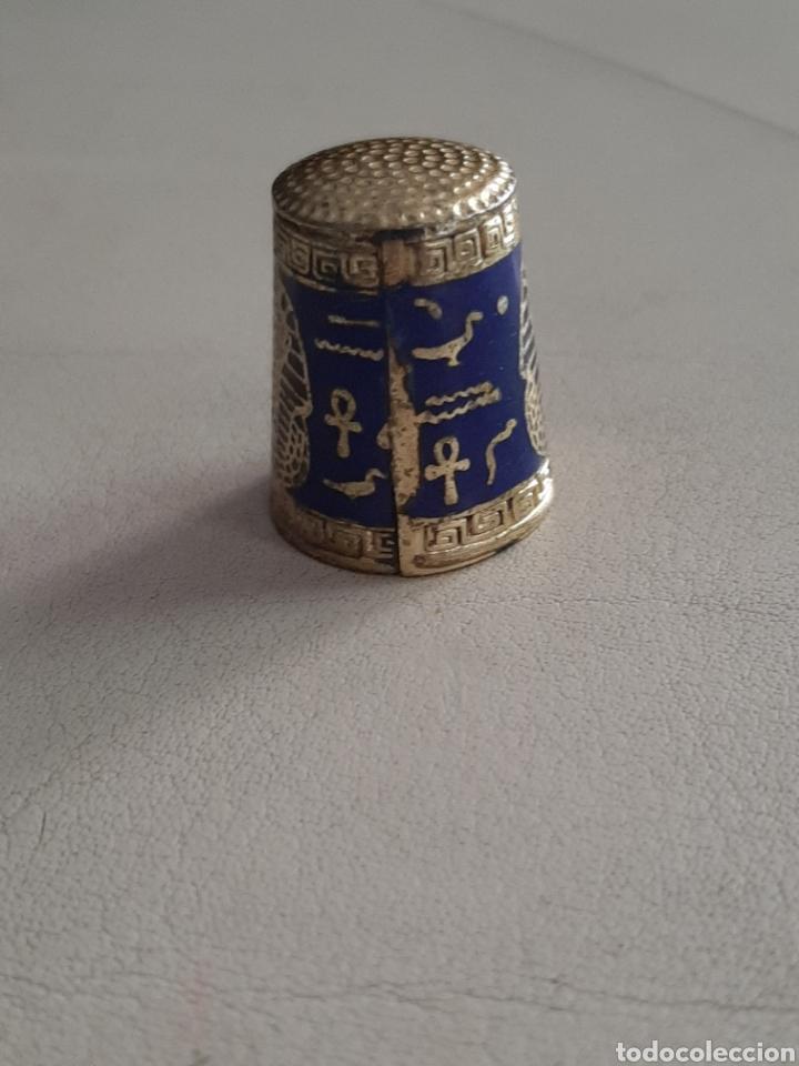 Coleccionismo de dedales: DEDAL DE METAL ESMALTADO EGIPCIO CON GEREOGLIFICOS YCABEZA DE FARAON - Foto 2 - 207107395