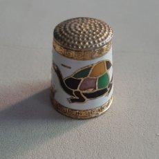 Coleccionismo de dedales: DEDAL DE METAL ESMALTADO TORTUGA. Lote 207109012