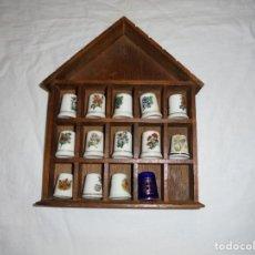 Coleccionismo de dedales: ESTANTERIA MADERA CON 14 DEDALES. Lote 211410322