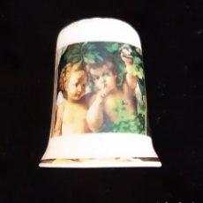 Colecionismo de dedais: DEDAL DE COLECCIÓN CON ANGELES EN PORCELANA .. Lote 218687633