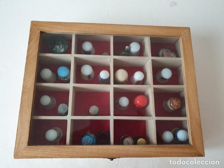 Coleccionismo de dedales: Caja expositor con 24 dedales + 2 cajitas. - Foto 2 - 221893700