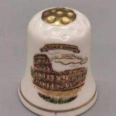 Coleccionismo de dedales: DEDAL PORCELANA ITALIA, ROMA, COLISEUM. Lote 244179845